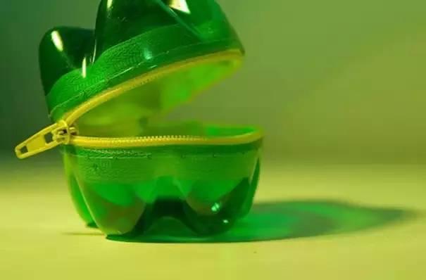 美丽花瓶简单步骤:1.500ml饮料瓶;2