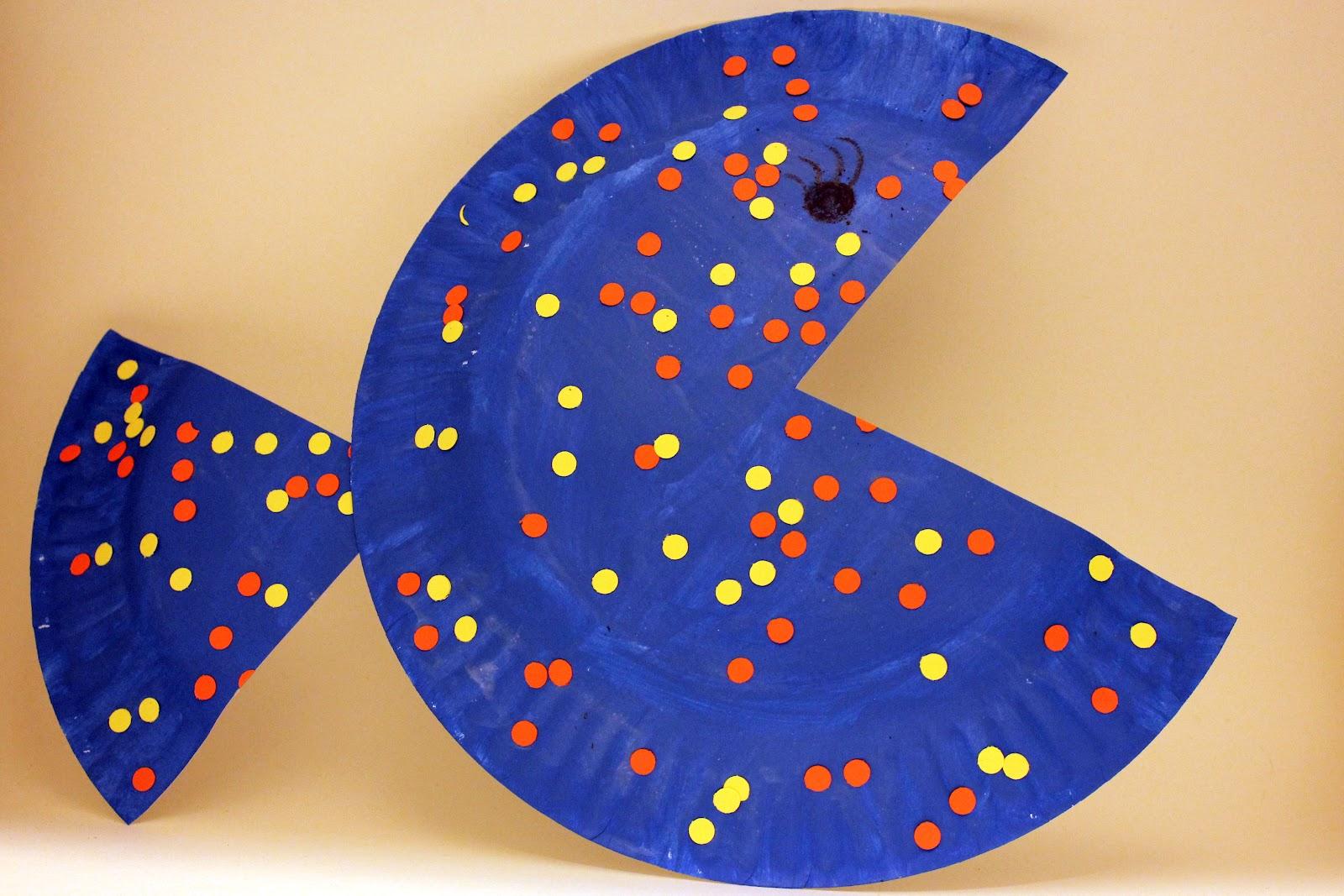 简单的纸盘,水彩笔,扣子,创造出一条大嘴萌鱼.